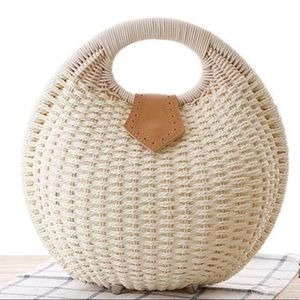 🆕Cream Shell Woven Straw Rattan Purse